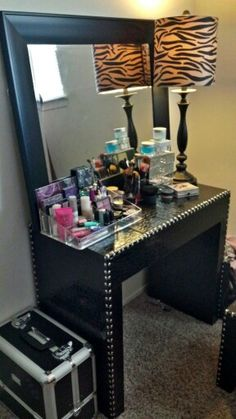 62 Ideas Makeup Organization On Dresser Girly Makeup Vanity Storage, Makeup Bar, Makeup Storage Organization, Vanity Desk, Diy Vanity, Makeup Vanities, Makeup Beauty Room, Makeup Rooms, Ikea Makeup