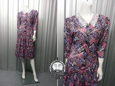 Vintage 80s 90s Grunge Floral Midi Dress Peter Pan by ZeusVintage, £14.00