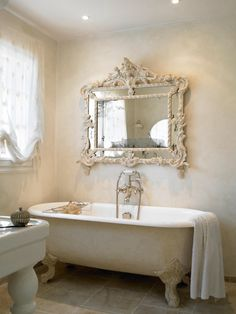 #romanticbathroom #clawfoottub
