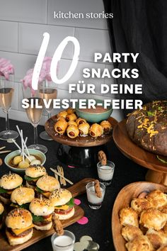 Nacho Bar Ideas - A Tasty Game Day Party Buffet - Moms & Munchkins Snacks Für Party, Appetizers For Party, Simple Appetizers, Seafood Appetizers, Cheese Appetizers, Party Party, Silvester Snacks, Party Silvester, New Years Eve Snacks