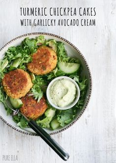 turmeric chickpea cakes with garlicky avocado cream (vegan/gf) | healthy recipe ideas /xhealthyrecipex/ |