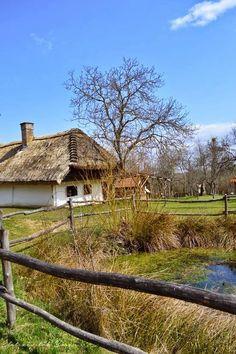 Az őrzők hagyatéka: a szalafői múzeumfalu Old Country Houses, Old Houses, Budapest, Medieval Castle, Central Europe, Countryside, Beautiful Places, House Styles, World