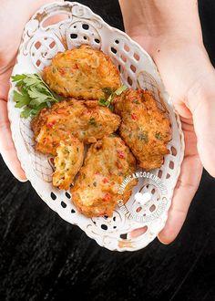 Receta Bacalaítos (Torrejas de Bacalao): de esos platos que hay que probar, y encima de todo multifacético. Lo puedes servir como picadera, acompañamiento o plato principal.