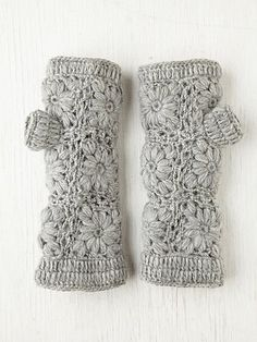 Crochet Fleece Armwarmer- I so need these for when I am photographing outside because I live in crappy weather ohio. :-)