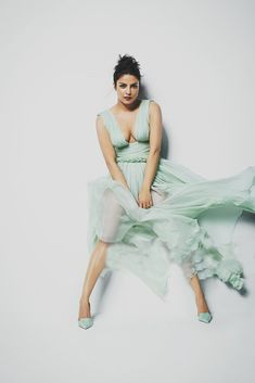 Priyanka Chopra is the stuff that our Bollywood dreams are made of. Just take a look at her sinfully tempting body! Indian Actress Hot Pics, Indian Bollywood Actress, Beautiful Bollywood Actress, Most Beautiful Indian Actress, Bollywood Fashion, Indian Celebrities, Bollywood Celebrities, Hot Actresses, Indian Actresses