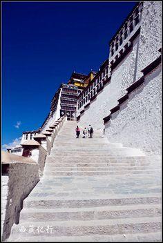 Lozang Gyatso, the Great Fifth Dalai Lama, started the construction of the Potala Palace in 1645.