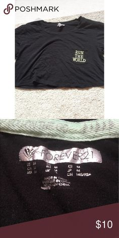 Forever 21 Workout crop top Worn a bit. In great condition. Medium Size Forever 21 Tops Crop Tops
