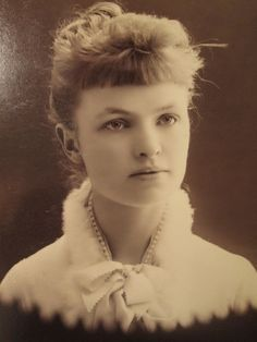 I have to run out the door to some estate sales a. Vintage Photography Women, Vintage Photos Women, Vintage Photographs, Vintage Images, Vintage Ladies, Vintage Bangs, Blond, Victorian Photos, Victorian Women
