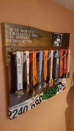 Medal storage Runner Medal Display, Trophy Display, Award Display, Race Medal Displays, Display Medals, Medal Holders, Race Medal Holder, Boy Room, Kids Room
