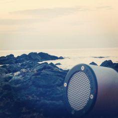 On the rocks #Minirig #portablespeaker #nomorecables #beach #rocks