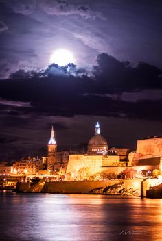 Supermoon 14th november 2016 - Supermoon over the city of Valletta in Malta