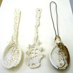 handmade porcelain spoons by hodgepodgearts.make and use as spoon rests! Ceramic Spoons, Wooden Spoons, Ceramic Clay, Porcelain Ceramics, Ceramic Pottery, Paperclay, Contemporary Ceramics, Art Object, Diy