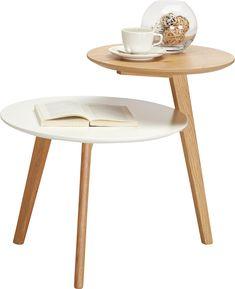 Reduziert auf das Wesentliche, aber dennoch freundlich und warm: Gestaltet im beliebten <b>Scandi-Stil</b> nimmt uns dieser Beistelltisch mit in seine Welt. Typisch für diesen Look sind ein <b>minimalistisches Design</b>, ausgestellte Beine und eine Kombination aus Weiß und Holzfarben.<div><br></div><div>Doch etwas an diesem Tisch ist anders. Versetzt angeordnete Tischplatten - die untere in Weiß und etwas größer, die obere kleiner und in <b>Eichefarben </b>- wirken, als wären zwei… Ikea, New Homes, House Design, Coffee, Furniture, Decorating, Home Decor, Contemporary Furniture, Iron Furniture