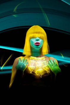 """""""Super Chromatic"""", une nouvelle série de light painting du photographe Patrick Rochon, à qui l'on devait déjà les superbes projets """"Light Painting Kata"""" et"""