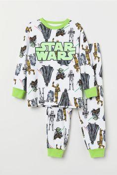 Pyjamas in soft cotton jersey with a print motif. Kids Pajamas, Pyjamas, Luxury Baby Clothes, Star Wars Pajamas, Star Wars Kids, Colorful Hoodies, Kids Fashion Boy, Baby Boy Outfits, Kids Boys