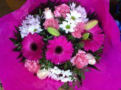 Ramo QDF de flores rosas y blancas