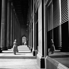 Great perspectief | Photo by Vivian Maier