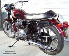 The 1970 Triumph Bonneville was the last before the Oil-in-Frame bikes. Eye-popping Pictures, Specs, History & more. Street Scrambler, Ducati Scrambler, Triumph 650, Triumph Motorcycles, Triumph Bonneville T120, Rear Brakes, The Bonnie, British Motorcycles, Final Drive