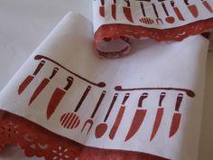 Pano de prato em tecido alvejado com bordado Marilda pintado a mão e talheres pintados com Stencil.  Pode ser confeccionado em outras cores.  Vem em uma linda caixinha! R$15,00