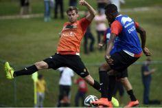 Origi et De Bruyne déjà de retour à l'entraînement des Diables - Nicolas Lombaert et Divock Origi, samedi, à l'entraînement.