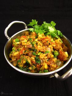 Gobi Kheema Indian Food Recipes, Ethnic Recipes, Green Peas, Indie, Garam Masala, Wok, Paella, Cauliflower, Curry