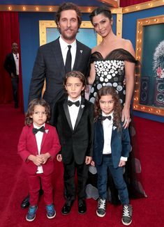 Matthew McConaughey and Camila Alves take their kids Levi, Vida and Livingston to the premiere of Sing on December 2016 Celebrity Red Carpet, Celebrity Couples, Reese Witherspoon Sing, Matthew Mcconaughey Kids, Livingston, Kids Stealing, Kids Singing, Film D'animation, The Jacksons