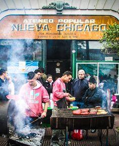 Cooking chorizos in Mataderos' Fair (Cocinando chorizos en la Feria de Mataderos) | CABA | Argentina