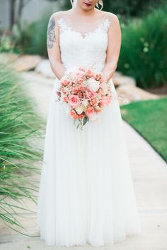 Peach and pink bridal bouquet   Photo by: Lindsey Mueller Photography