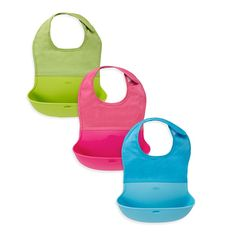 Now make mealtime messes manageable with the OXO Tot® Bib. This soft, food-safe pocket is wide enough to catch virtually any stray pieces of food that miss baby's mouth.