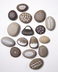 Got those bueatiful and smooth rocks? Add some minimalist drawings and you can have beautiful paperweights or perhpas some cool decoration for your room.
