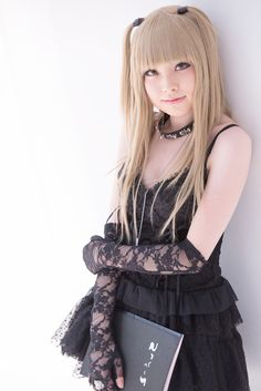 Ok I can't be the only one who HATES Misa. This cosplay though, its too brilliant to hate