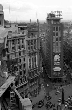 plaza de callao, carmen y preciados desde la construcción del edifico del palacio de la prensa...