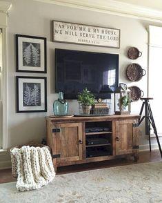 Adorable 85 Cozy Farmhouse Living Room Decor Ideas https://homeastern.com/2018/02/01/85-cozy-rustic-farmhouse-living-room-decor-ideas/