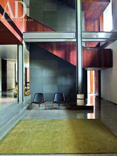 A #modernist house by #architect Rajiv Saini in New #Delhi. Hans J Wegner #Shell #chair, #staircase, #surfaces #wood #limestone #terrazzo. Photographer: Gaelle Le Boulicaut