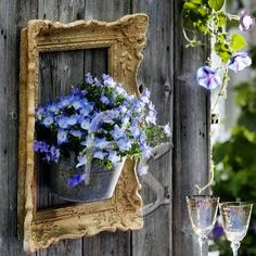 10 Creative Repurposed Picture Frame Projects: frames on a fence… Diyprojectgardens.club 10 Creative Repurposed Picture Frame Projects: Frame on a fence … creative einem frame pictu creative diydesk diyfashion diygarden diymakeup diyropa diywohnen Diy Garden Projects, Diy Garden Decor, Garden Crafts, Garden Ideas, Diy Decoration, Beautiful Decoration, Easy Garden, Vintage Garden Decor, Fence Decorations