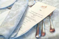 ¿Tienes familia o invitados extranjeros? ¿Quieres que sepan que van a comer en tu menú de boda? No queremos que eso sea un problema, consúltanos y adaptaremos las minutas a los 2 idiomas. Tableware, Wedding, Languages, Spaces, Places, Casamento, Dinnerware, Dishes, Weddings