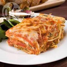 Een superlekker recept voor lasagne. Iedereen die het proeft vind het heerlijk! Het neemt wat voorbereiding, maar het is de moeite meer dan waard.