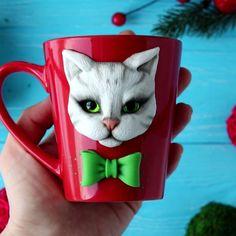 Polymer Clay Figures, Polymer Clay Creations, Cat Crafts, Diy And Crafts, Cute Mug, Clay Dolls, Cartoon, Mugs, Kitty