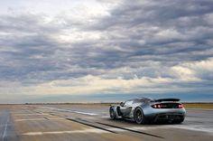Aberto até de Madrugada: Hennessey Venom GT mais rápido que o Bugatti Veyron