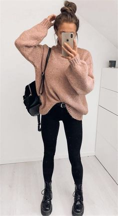 18 Cute Fall Outfits To Get You In The Sweater Weather Mood - Looking for a new fall outfit but don't know where to start? Check out these 18 super cute fall fashion ideas to get you in the sweater weather mood! SEE DETAILS Casual Winter Outfits, Winter Outfit For Teen Girls, Winter Mode Outfits, Winter Outfits For School, Winter Outfits Women, Casual Fall Outfits, Winter Fashion Outfits, Fashion Ideas, Autumn Outfits