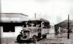 Góndola que hacia el recorrido diario de Copiapó e Inca de Oro, cruzando la calle Los Carrera por Maipú. Año 1940.