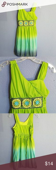 Sparkly green party dress 14 Fun party dress with sparkles and embellishment at front.  Ties at back.  Very cute! Sequin Hearts Dresses Formal