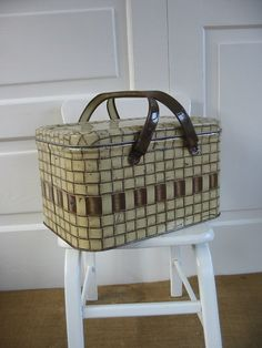 I keep some of my crafting items in the one I have just like this. Vintage Storage, Vintage Tins, Vintage Metal, Vintage Picnic Basket, Picnic Baskets, Living Room Toy Storage, Picnic Essentials, Fruit Storage, Basket Organization