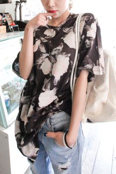 This Floral print oversized tunic can be worn as a dress, with leggings or just with your favourite Jean!