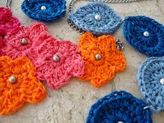 Crochet necklaces. Tutorial on my blog:  http://linhasimaginarias.blogspot.com.br/2014/10/bijus-de-croche.html