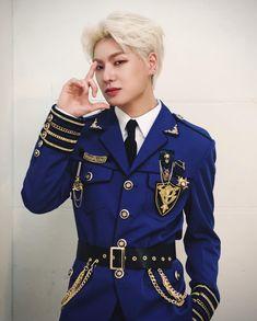 K Pop, The Voice, Kpop Gifs, Korean Beauty, Pop Group, Cute Boys, Captain Hat, Alice, Suit Jacket
