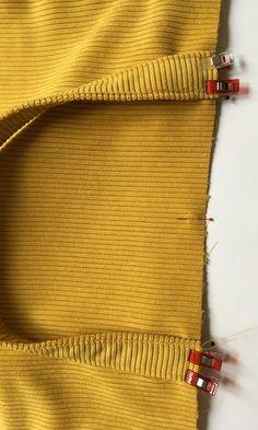 Grand sac fourre-tout décontracté en tissu velours. - Octavie à Paris Coin Couture, Couture Sewing, Diy And Crafts, Paris, Tote Bag, Deco, Detail, Crochet, Accessories