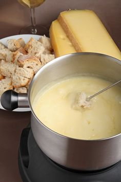Fondue with Beaufort! Fromage Beaufort, Gruyere Cheese, Wine Cheese, How To Make Cheese, Food And Drink, Yummy Food, Snacks, Ethnic Recipes, Desserts