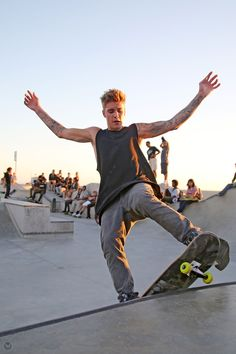 Justin Bieber skateboarding, hott hott hott