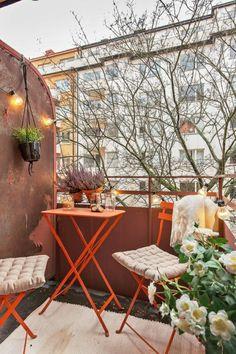Vous voulez savoir comment aménager un petit balcon? Trouvez les idées les plus cool et pratiques dans cette article! 70 photos uniques pour une déco cozy!